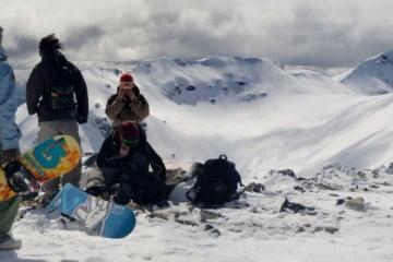 Snowboarders ante la inmensidad x Guido Villaverde